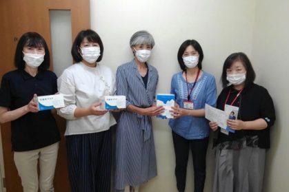 5ショット マスクを持つ女性